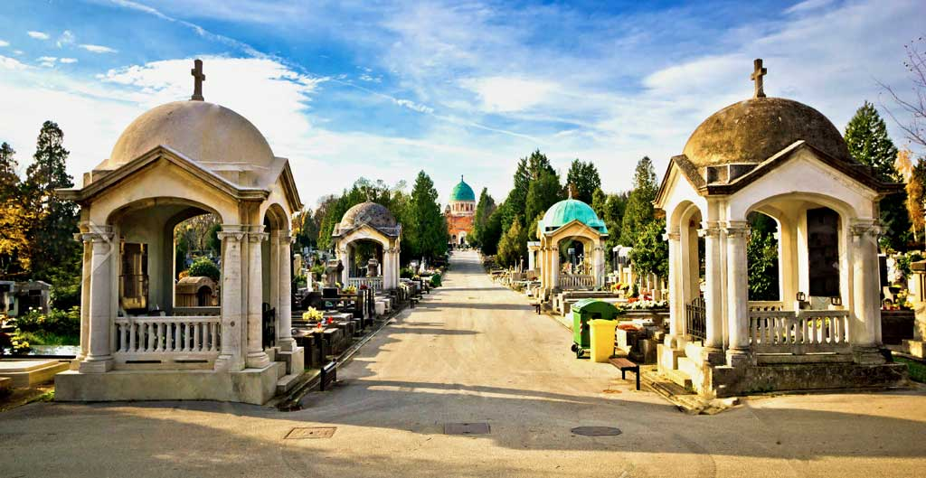 Zagreb-Mirogoj-Cemetery-inside-G