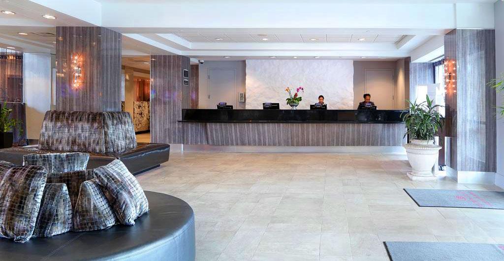 Crowne-Plaza-Hotel-00