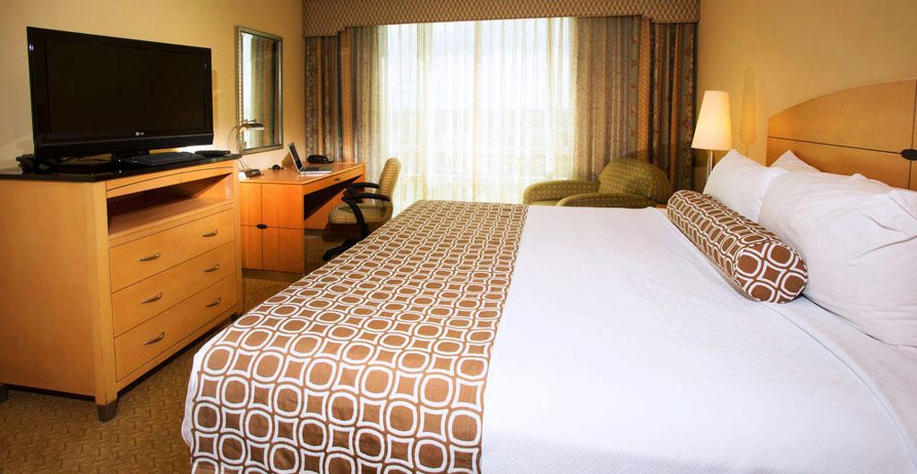 Crowne-Plaza-Hotel-04