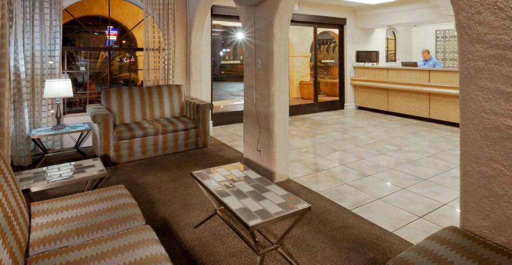 La-Quinta-Inn-&-Suites-Hotel-01