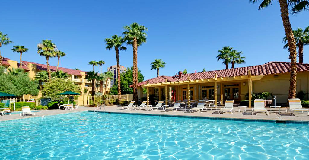 La-Quinta-Inn-&-Suites-Hotel-03