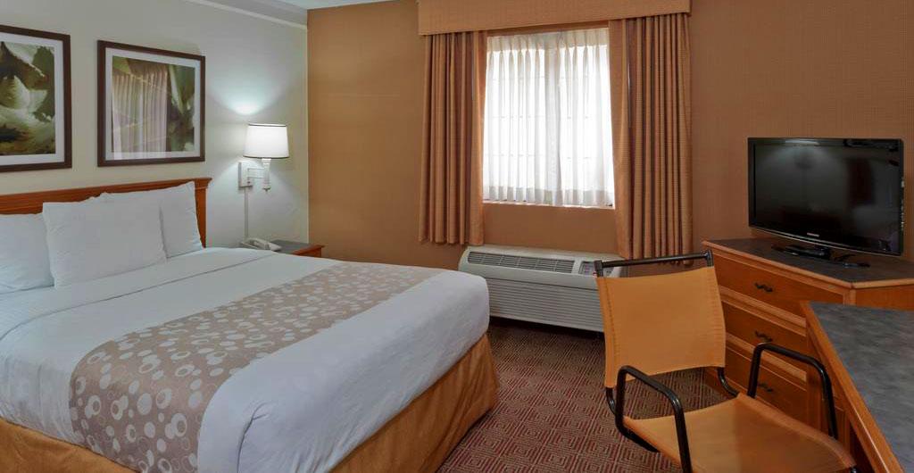 La-Quinta-Inn-&-Suites-Hotel-04