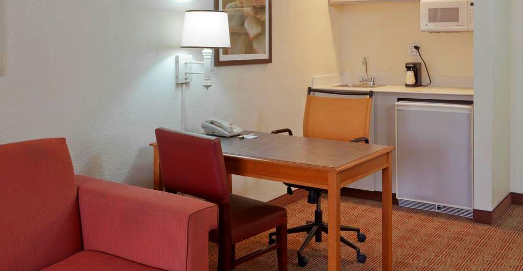 La-Quinta-Inn-&-Suites-Hotel-06