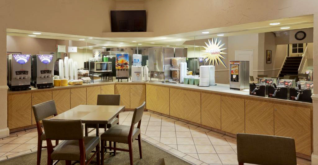 La-Quinta-Inn-&-Suites-Hotel-07