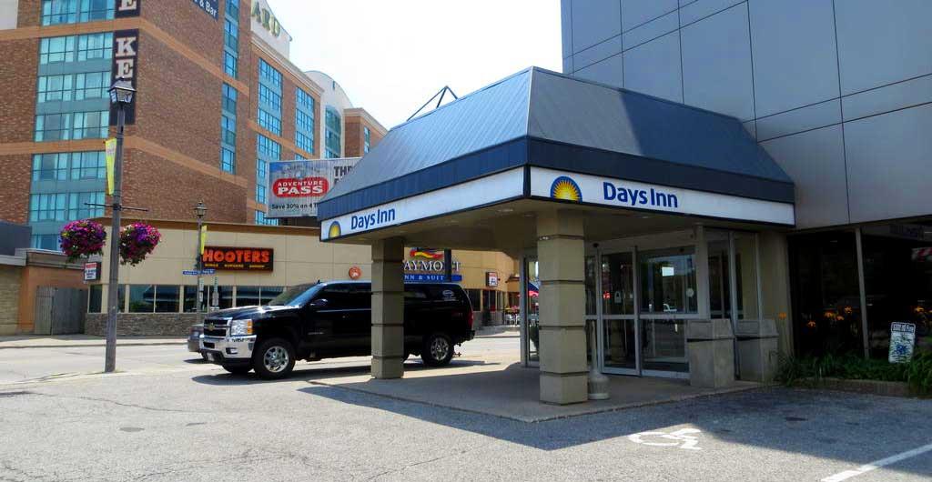 Days-Inn-Hotel-Niagara-Falls-00