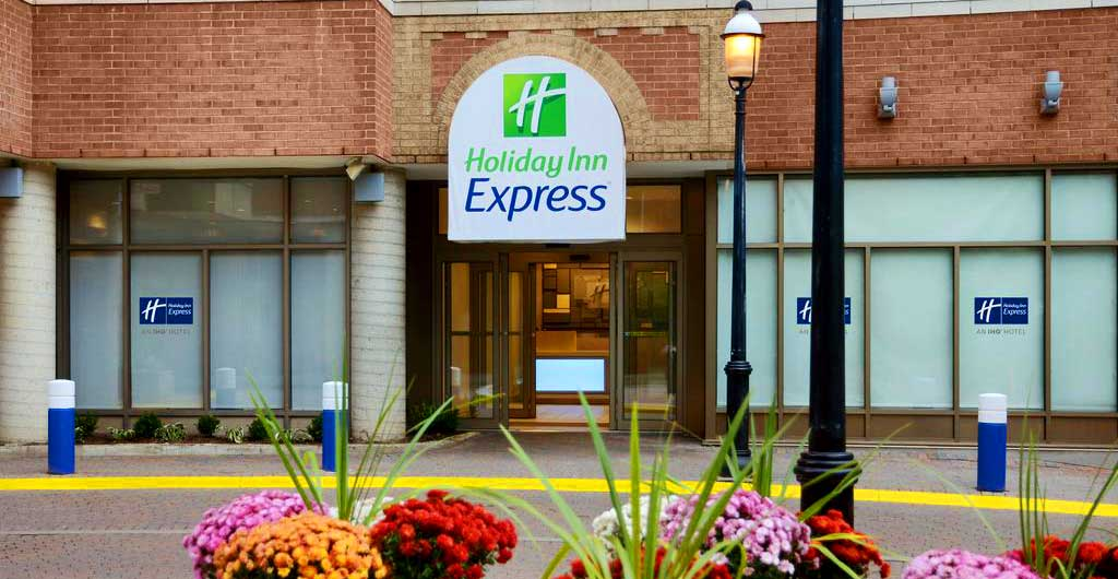 Holiday-Inn-Express-Downtown-Hotel-Toronto-01